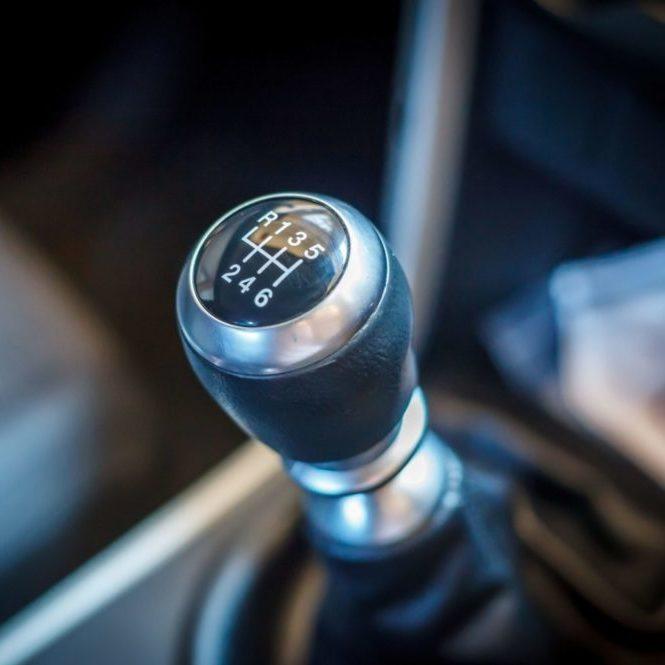 manuelles Schaltgetriebe im Auto