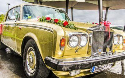 Autoschmuck zur Hochzeit – so sitzt die Deko
