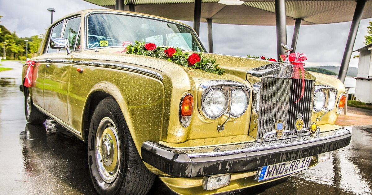 Autoschmuck am Hochzeitswagen